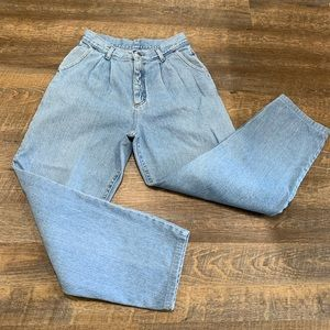 Vintage mom jeans with pleats